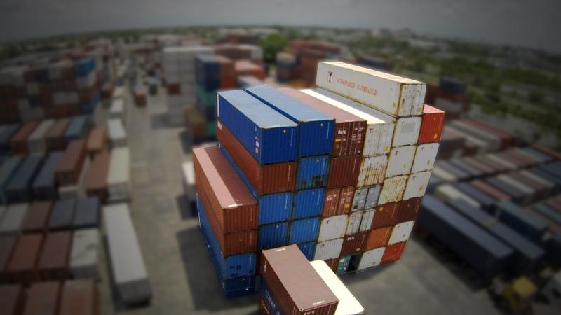 由于泰铢升值,全球经济陷入困境,泰国竞争力下降