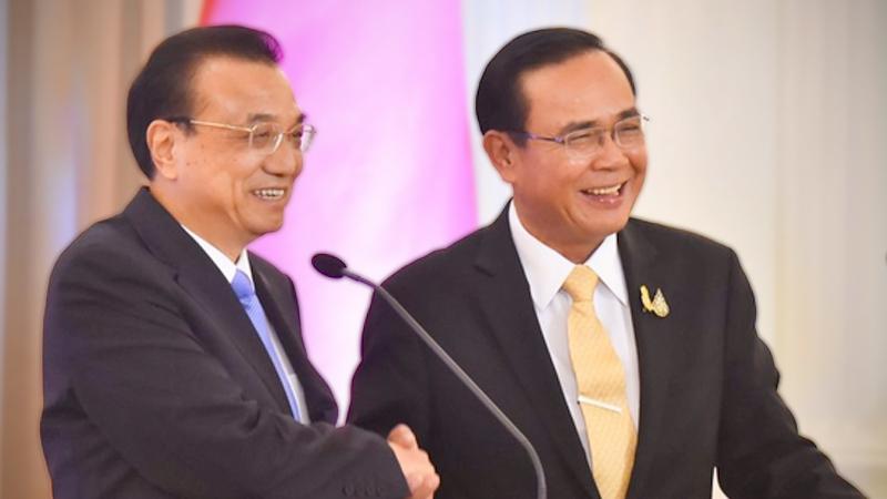 Chinese Premier Li Keqiang, left ,and PM Prayut Chan-o-cha