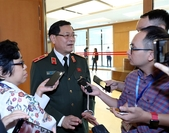 Nguyễn Hữu Cầu, head of Nghệ An Province's police, on Tuesday faced questions from reporters surrounding developments of the arrests made in connection with the 39 deaths in Essex, UK. — VNA/VNS Photo