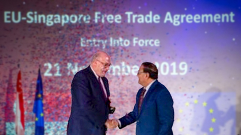 Minister-in-charge of Trade Relations S. Iswaran (right) announced the FTA with EU trade commissioner-designate Phil Hogan at a gala dinner on Nov 8, 2019.PHOTO: MINISTRY OF TRADE & INDUSTRY