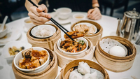 Airbnb's guest community spent at least an estimated Bt808 billion at restaurants and cafes in 2018.