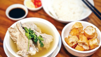 Bak Kut Teh is a pork rib broth dish that has a resemblence to pork rib soup dish of the Teochews in Cambodia. Photo credit: Hong Menea