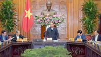 PM Nguyen Xuan Phuc chairs the meeting. — VNA/VNS Photo