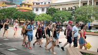 Foreign tourists in HCM City. — VNS Photo Thu Hằng