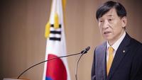 Bank of Korea Gov. Lee Ju-yeol says that a sharp increase is unlikely due to global economic uncertainties. Photo credit:Yonhap