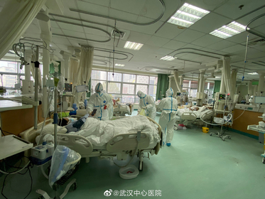 Pictures uploaded to social media on Jan 25, 2020 by the Central Hospital of Wuhan show medical staff attending to patients, in Wuhan, China. [Photo/Sina Weibo]