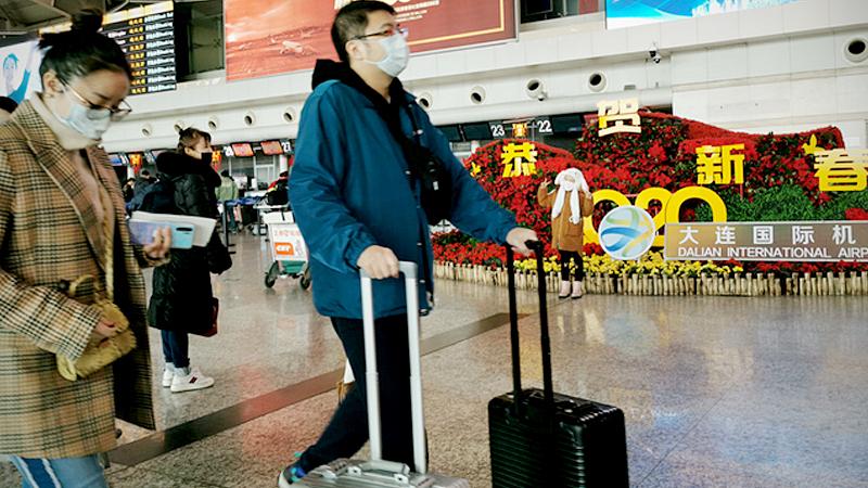 People wear masks at Dalian International Airport in Dalian, Northeast China's Liaoning province on Jan 22, 2020. [Photo/sipaphoto.com]
