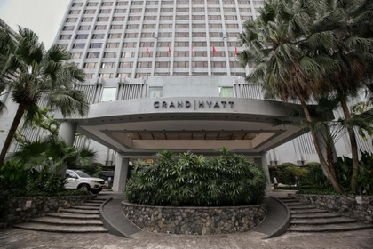 The Grand Hyatt Singapore is disinfecting its public areas and rooms after two business travellers linked to a conference at the hotel tested positive for the coronavirus.ST PHOTO: KEVIN LIM