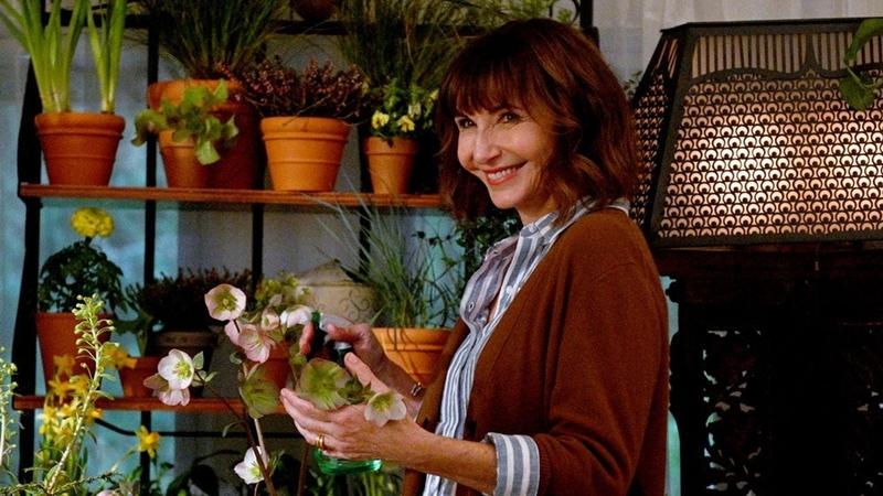 Mary Steenburgen plays Maggie Clarke in