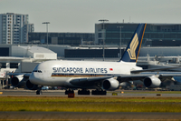 An Airbus SAS A380 aircraft operated by Singapore Airlines Ltd. (SIA) taxis on the runway at Sydney Airport in Sydney, Australia, June 22, 2015. MUST CREDIT: Bloomberg photo by Brendon Thorne.