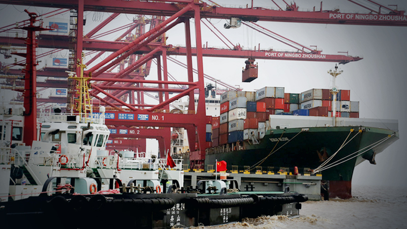 A container vessel is loaded at Zhoushan Port, Zhejiang province.[Photo by Yao Feng/For China Daily]