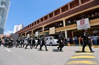 Hostage-taking at Virra Mall or V-Mall in Greenhills, San Juan City. INQUIRER / GRIG C. MONTEGRANDE