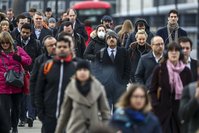 Commuters walk over London Bridge. MUST CREDIT: Bloomberg photo by Simon Dawson