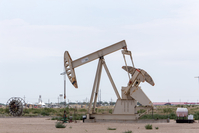 An oil pump jack operates near U.S. Route 285 outside Loving, New Mexico, on Aug. 6, 2019. MU ST CREDIT: Bloomberg photo by Steven St John