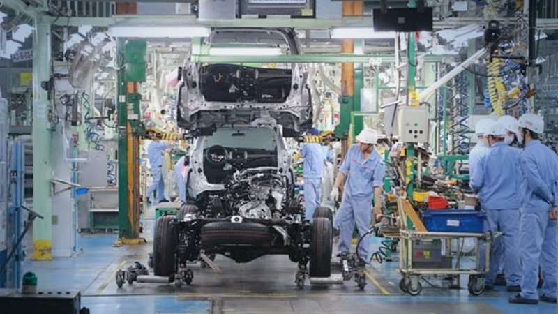 An automobile manufacturing line at a Toyota Motor Vietnam factory in the northern province of Vĩnh Phúc. — Photo TMV