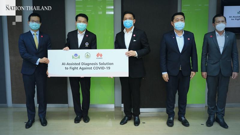 Mr. Buddhipongse Punnakanta (3rd left), Digital Economy and Society Minister; Mr. Ekasit Kunanantakul (4th left), Secretary to the Minister of Digital Economy and Society;  Mr. Nuttapon Nimmanphatcharin (5th left), President and CEO of Digital Economy Promotion Agency (depa); together with Mr. Abel Deng (1st left), CEO, Huawei Technologies (Thailand) Co., Ltd., presented AI-assisted diagnosis solution that helps leading hospitals in China win the COVID-19 crisis to Ramathibodi Hospital, led by Professor Piyamitr Sritara (2nd left), M.D., Dean, Faculty of Medicine Ramathibodi Hospital, Mahidol University.