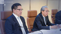 Deputy Prime Minister Somkid Jatusripitak , right and Finance Minister  Uttama Savanayana./ file photo.
