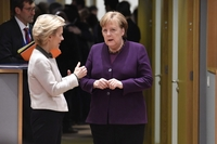 Angela Merkel, Germany's chancellor (center) speaks with Ursula von der Leyen, president of the European Commission, ahead of roundtable talks at an EU leaders summit in Brussels on Feb. 20, 2020. MUST CREDIT: Bloomberg photo by Geert Vanden Wijngaert.