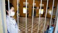 Workers are kept in quarantine at Hun Sen Champuvorn High School in Phnom Penh. Heng Chivoan