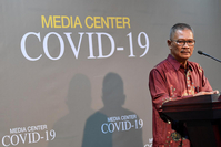 Achmad Yurianto, the government's spokesperson for COVID-19, gives a press statement at the Executive Office of the President in Jakarta on Wednesday. (Antara/Sigid Kurniawan)