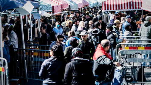 © Johan Nilsson/EPA-EFE/REX/Shutterstock People walk at a market as the city of Malmo, Sweden, where fences reduce congestion at the stands on April 25. (Johan Nilsson/EPA-EFE/Shutterstock)
