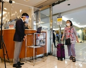 A shopper enters a department store with virus-prevention shields in place after the state of emergency was lifted. [The Yomiuri Shimbun]