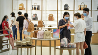 Tourists purchase luxury goods at a duty-free store in Haikou, capital of South China's Hainan province, on May 2. [Photo by Luo Yunfei/China News Service]