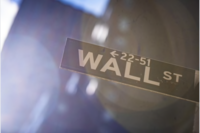 A Wall Street sign. MUST CREDIT: Bloomberg photo by Mark Kauzlarich