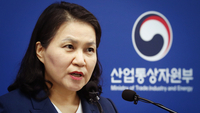 South Korean Trade Minister Yoo Myung-hee announces her bid to become the head of the World Trade Organization at Sejong Government Complex, Wednesday. (Yonhap)