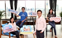 How Lih Ren, Chief Marketing Officer (2nd from right), and Sukannee Lertsukwibul, Head of Prepaid Market and Product at Total Access Communications Plc or dtac (left) Cindy Kua, Chief Executive Officer and co-founder of Sunday Ins Co (right), and Teera Kanokkanjanarat, CEO and co-founder of Arincare Co (2nd from left)
