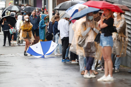 People wait in line outside a Centrelink office in Sydney on March 24, 2020. MUST CREDIT: Bloomberg photo by Brendon Thorne.