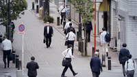 Morning commuters walk along a street in Tokyo, Japan, on May 26, 2020. MUST CREDIT: Bloomberg photo by Kiyoshi Ota.