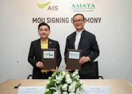 AIS CEO Somchai Lertsutiwong, left, and AMATA Corporation's Acting CEO Vikrom Kromadit at the signing ceremony.