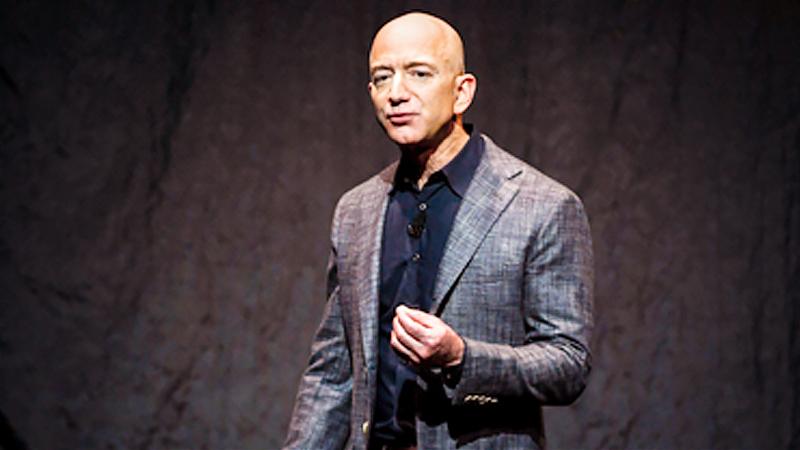 Jeff Bezos gives a presentation to the news media in Washington in 2019. MUST CREDIT: Washington Post photo by Jonathan Newton