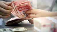 A staff member counts Chinese currency renminbi at a bank in Linyi, East China's Shandong province. [Photo/Xinhua]