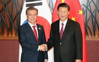 South Korean President Moon Jae-in (L) and Chinese President Xi Jinping (R) (Photo credit: Yonhap)
