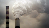 Water vapor rises from a fossil plant. MUST CREDIT: Bloomberg photo by Luke Sharrett