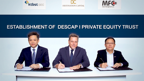 From left: Natthapong na Ranong, CEO of KTB Securities (Thailand), James A Kaplan, CEO of Destination Capital, and Thotsaporn Pornvattanasirikul, REIT Trustee Department director of MFC Asset Management