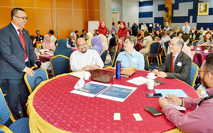 Deputy Minister of Development Dato Seri Paduka Ar Awang Haji Marzuke bin Haji Mohsin with participants. PHOTO: JAMES KON