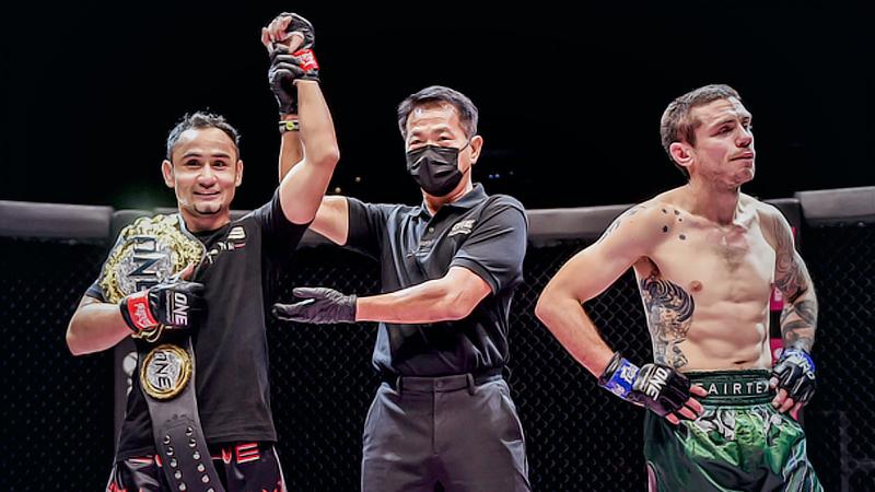 Sam-A Gaiyanghadao (left) maintains his title.