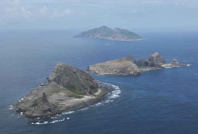 Okinawa Prefecture's Senkaku Islands seen in an aerial photo taken from a Yomiuri plane in September 2013. (The Yomiuri Shimbun file photo)