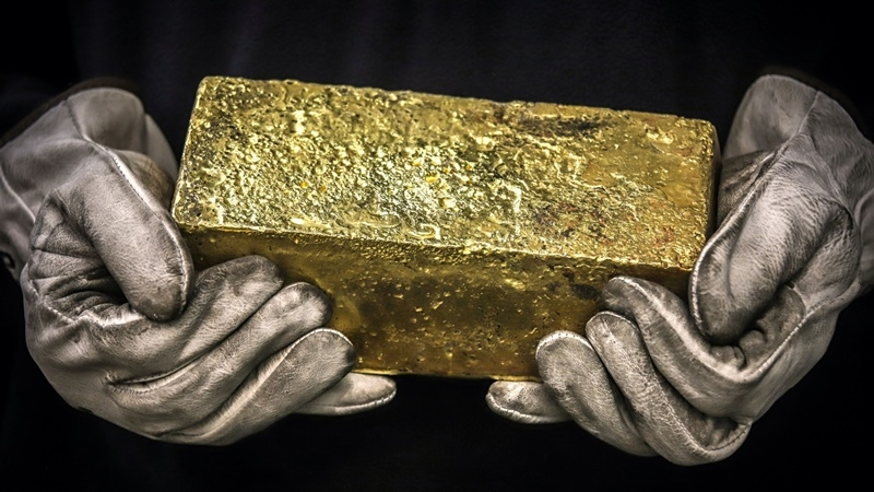 A Twenty kilogram gold brick is handled by a worker at the ABC Refinery smelter in Sydney on July 2, 2020. MUST CREDIT: Bloomberg photo by David Gray