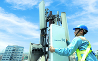 A 5G signal booster installed by military telecommunication group Viettel in Hà Nội. Photo vnreview.vn