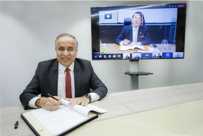 From left: Ashok Arora, chief executive officer of Toyobo-Indorama Advanced Fibers Co Ltd, and Seiji Narahara, president of Toyobo Co Ltd.