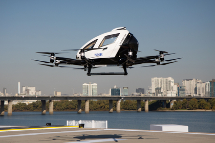 An EHang Inc. 216 autonomous aerial vehicle prepares to land during an Urban Air Mobility Seoul Demo event in Seoul, South Korea, on Nov. 11, 2020. MUST CREDIT: Bloomberg photo by Seong Joon Cho.