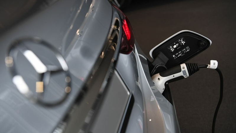 An electric charging plug refuels a Mercedes-Benz AG E-Class electric automobile at the automaker's showroom, operated by Daimler, in Boeblingen, Germany, on Sept. 29, 2020. MUST CREDIT: Bloomberg photo by Andreas Gebert.