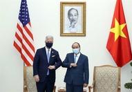 Prime Minister Nguyễn Xuân Phúc meets US National Security Advisor Robert O'Brien on Saturday in Hà Nội. — VNA/VNS Photo  Thống Nhất