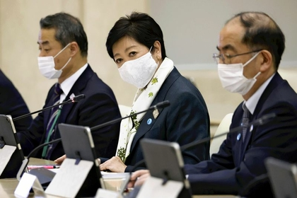 Tokyo Gov. Yuriko Koike attends a task force meeting on the novel coronavirus in the Tokyo metropolitan government building on Wednesday. (The Yomiuri Shimbun)