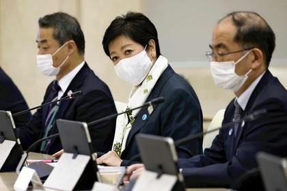Tokyo Gov. Yuriko Koike attends a task force meeting on the novel coronavirus in the Tokyo metropolitan government building on Wednesday. (The Yomiuri Shimbun)