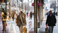 Shoppers in Mannheim, Germany. on Nov. 11, 2020. MUST CREDIT: Bloomberg photo by Peter Juelich.